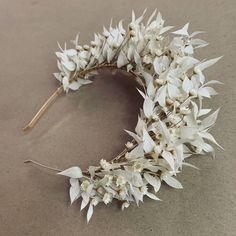 Bleached Ruscus with Star Flowers arranged on a gold headband.  Boho Wedding Flowers, Flower Crown Wedding, Bridal Flowers, Flowers In Hair, Dry Flowers, Flower Arrangement Designs, Flower Arrangements, Casco Floral, Wedding Hairstyles With Crown