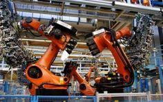 UOMO E TECNOLOGIA, IN MERCEDES MENO ROBOT E PIU' OPERAI #robot #tecnologia #auto #lavoro