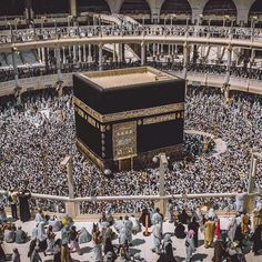 Le lieu le plus peuplé quotidiennement au Monde !! Subhaan'Allah! Ya Allah, agrandie la Ummah encore et encore pour que tous aient la chance dejouir deta misericorde