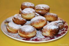 I krapfen sono dei tipici dolci di carnevale di origine austriaca, si tratta di palline di pasta lievitata fritte ripiene di crema pasticcera, marmellata o nutella che