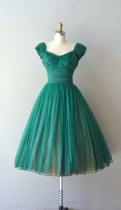 A lovely ruched teal frock from the 1950s...sometimes I think I was born in the wrong time period...