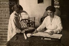 Italy A woman and child use newspapers and wax to make WWI ration heaters - 6 giugno 1917   #TuscanyAgriturismoGiratola