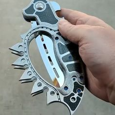This thing is a beast - knives Zombie Weapons, Ninja Weapons, Weapons Guns, Survival Weapons, Pretty Knives, Cool Knives, Swords And Daggers, Knives And Swords, Tactical Knives