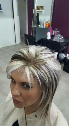 Best 10 Hair Color Highlights And Lowlights Fun Brown Ideas – SkillOfKing. Short Hair With Layers, Short Hair Cuts For Women, Short Gray Hair, Hair Color And Cut, Cool Hair Color, Medium Hair Styles, Short Hair Styles, Gray Hair Highlights, Short Shag Hairstyles