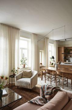 A warm Stockholm apartment with oak – The Nordroom Stockholm Apartment, Cozy Apartment, Apartment Design, Family Apartment, Apartment Renovation, Parisian Apartment, Minimalist Apartment, Studio Apartment, Antique Dining Tables