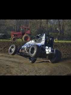 Landon Simon in the MtBakerVapor.com Sprint Car.  Photo taken at Gas City Speedway Indiana Sprint Car Racing, Dirt Track Racing, Auto Racing, Gas City, Track Pictures, Speedway Racing, Vintage Race Car, Race Cars, Jeff Gordon