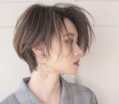 Best short hairstyle ideas for beautiful women 2019 - page 18 of . Tomboy Haircut, Androgynous Haircut, Tomboy Hairstyles, Hairstyles Haircuts, Pretty Hairstyles, Hairstyle Ideas, Short Pixie Haircuts, Short Hairstyles For Women, Girl Short Hair