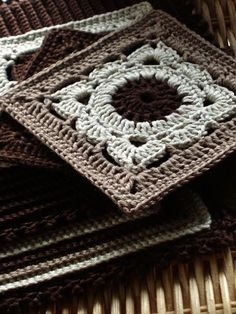 "Pattern ""Willow"" in Raverly: taupe and white blockhttp://www.ravelry.com/patterns/library/willow"