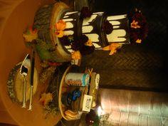i need those cake stands!! :)