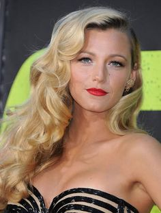 Blake Lively looks absolutely fabulous with her golden wavy layers pulled off to the one side.Bring back old Hollywood glamour with this side swept wavy hairstyle at 2013 New Year's Eve..