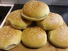 Her kommer hjemmelaget hamburgerbrød ,jeg brukt samme ingredienser til pølserbrød oppsikrift som ... Food For Thought, Hamburger, Food And Drink, Bread, Baking, Blogging, Patisserie, Brot, Backen