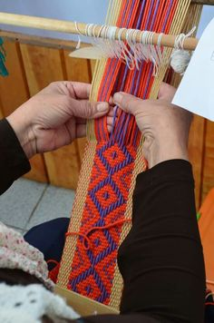 Rojo Inkle Weaving, Inkle Loom, Card Weaving, Tablet Weaving, Weaving Art, Tapestry Weaving, Weaving Textiles, Weaving Patterns, Navajo Weaving
