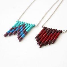 Prendete dei chiodini e infilateci delle perline Miyuki...è divertente giocare con i colori!