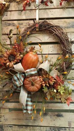 Nice fall wreath from Dee's Crafts Diy Fall Wreath, Autumn Wreaths, Holiday Wreaths, Fall Door Wreaths, Thanksgiving Wreaths, Thanksgiving Decorations, Fall Decorations, Door Hangers, Harvest