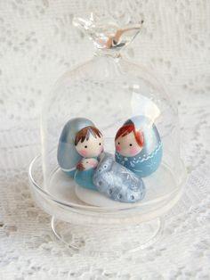 réservé Mini Crèche poupée Russe sous cloche en verre : Accessoires de maison par smaksall