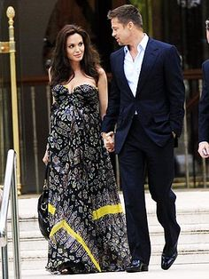 Google Image Result for http://img2.timeinc.net/people/i/2008/stylewatch/gallery/angelina_pregnancy/angelina_jolie21.jpg