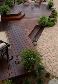 Stain on a deck will just persist for a few decades. Patio decks are normally made of wood and wood pallets. The deck has turned into a revered outdoo. Deck entwirft Treppen 40 Stunning Patio Decks That Will Add Charm To Your Life Patio Plan, Deck Landscaping, Florida Landscaping, Backyard Patio Designs, Backyard Ideas, Outdoor Ideas, Unique Deck Ideas, Cozy Backyard, Decks And Porches