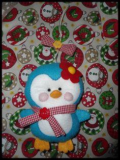 Lindo Pinguim para enfeitar sua casa e deixar tudo mais alegre e colorido.    Idéia perfeita para natal e outras ocasiões    O pinguim pode ser feito em outras cores e em formato de chaveiro ou enfeite de arvore de natal. R$ 28,00