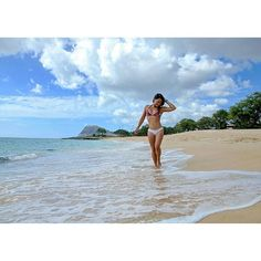 【ryanhawaii21】さんのInstagramをピンしています。 《Surfer girl out of the water. Taking a break from the waves to relax at an empty beach.  #hawaii #genic_hawaii #하와이 #ハワイ#オアフ島  #海 #夏 #genic_beach #바다 #호놀룰루 #비키니 #오아후 #여행 #여행스타그램 #사진 #친스타그램 #좋은시간 #좋아요 #행복 #genic_mag #ハワイ大好き #ハワイ行きたい #カメラ女子 #ビーチ #ハワイライフ #ビキニ #hawaiibeaches #surfergirl》