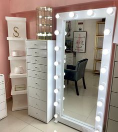 23 clever ways to use small space for dressing table with mirror 15 – Home Decor Bedroom Decor For Teen Girls, Girl Bedroom Designs, Room Ideas Bedroom, Cute Room Decor, Glam Room, Stylish Bedroom, Aesthetic Room Decor, Beauty Room, Dream Rooms