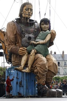Another image from the giants by Royal de Luxe. Nantes, France.