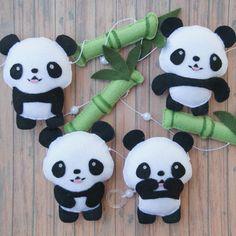 Varal de Pandas Panda Birthday Party, Panda Party, Baby Birthday, Felt Crafts, Diy And Crafts, Baby Shower Gifts, Baby Gifts, Cute Panda Wallpaper, Panda Baby Showers