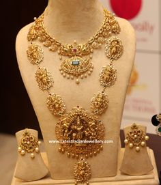 Hanuman and Lakhsmi embossed large nakshi motifs attached long chain, surrounded by uncut diamonds, Fusion work lord Krishna two step pend. India Jewelry, Temple Jewellery, Gold Jewelry, Jewelery, Gold Bangles, Diamond Jewelry, Gold Earrings, Beaded Jewelry, Indian Jewellery Design