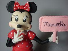 Topo de bolo para aniversário com o tema minnie , peça totalmente artesanal feita sem a utilização de moldes . Você personaliza com o nome de sua criança !