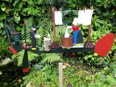 DE MALLE MOLEN www.windmolentjes.blogspot.com Windmolentjes met een bewegend figuur Christmas Ornaments, Holiday Decor, Home Decor, Steamer Trunk, Wind Chimes, Crafting, Decoration Home, Room Decor, Christmas Jewelry