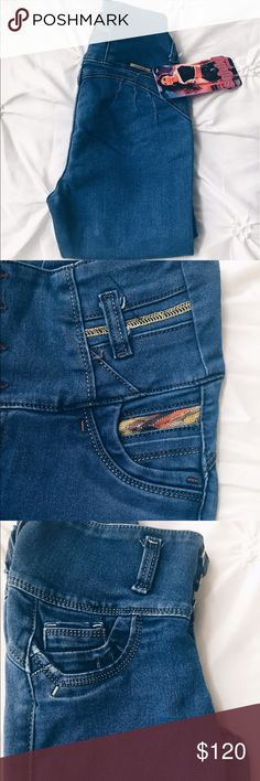 Peruvian Jeans These are jeans that give you a wonderful shape and come with 3 to 4 buttons high with different designs and they are stretchy and comfortable and come in sizes 26,28, and 30. Jeans Skinny