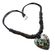 Collier mit Paua Abalone Herz und multicolor Glas-Perlen Herz ca. 35 x 35 mm Länge ca. 48 cm Karabinerverschluss Handgefertigt #JOY #Einzelstücke #abalone #glasperlen #Collier #Herz #multicolor #handgefertigt #schmuck #abalonecollier #herzcollier #handcrafted #Necklace #heart #abalonenecklace #heartnecklace #unikat #unique #handmade #handmadejewelry #abaloneschmuck #schmuck #abalonejewelry #abalonejewellery #jewelry #jewellery #bijoux #Geschenk #Geschenkidee #gift #love #liebe #onlineshop Beaded Necklace, Necklaces, Pendant Necklace, Pendants, Gift Ideas, Heart, Gifts, Jewelry, Handmade Jewelry