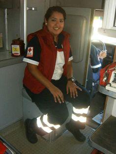 Prestando un servicio Cruz roja mexicana