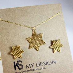 """48 Beğenme, 7 Yorum - Instagram'da KS My Design (@ksmydesign): """"-Yılbaşı hediyesi -  Altın sarısı yıldız 925 ayar gümüş zinciriyle  küpe ve kolye Sipariş ve fiyat…"""""""