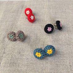 モチーフピアス Y piece du fil Crochet Art, Cute Crochet, Easy Crochet, Crochet Flowers, Crochet Stitches, Crochet Granny, Crochet Dolls, Crochet Jewelry Patterns, Crochet Earrings Pattern