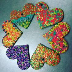 Multiplica el #amor donde quiera que vayas haz el #bien sin mirar a quien... Luce #corazones moldeados y #pintadaamano #super #coloridos #todos de #diseñounico #diseñovenezolano #moda #artist #modavenezolana #yousodiseñovenezolano #love #colors Pide ya tu #corazon #preferido #felizsabado #leberonlovers #felizdia #buenavibra #felizfin #instalike #instalove #accesorios #artevenezolano #art by leberonestilo