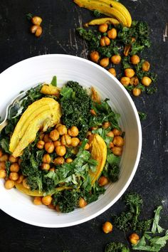 Fennel Chickpeas and Kale Salad. Turmeric Roasted Fennel Chickpeas and Kale Salad Fennel Recipes, Kale Salad Recipes, Vegetarian Recipes, Cooking Recipes, Healthy Recipes, Healthy Salads, Healthy Eating, Roasted Fennel, Warm Salad