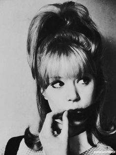 Pattie Boyd is without a doubt the most beautiful woman I've ever seen Pattie Boyd, Something In The Way, Marianne Faithfull, George Harrison, Patti Harrison, Vintage Hippie, Wife And Girlfriend, 1960s Fashion, Your Girl
