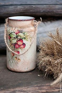 Water can with decoupage / Handmade Tin Can Crafts, Diy And Crafts, Painted Milk Cans, Decoupage Jars, Altered Tins, Free To Use Images, Bottles And Jars, Decorative Items, Tea Pots