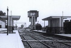 Pinhal Novo signal box and station Train Stations, Trains, Box, Paths, Iron, Parking Lot, Snare Drum, Boxes, Train