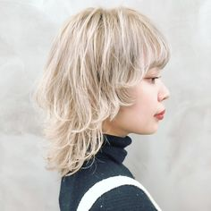 Pin on ブリーチカラー Short Punk Hair, Asian Short Hair, Long Curly Hair, Cute Hairstyles For Medium Hair, Pretty Hairstyles, Medium Hair Styles, Short Hair Styles, Mullet Haircut, Mullet Hairstyle