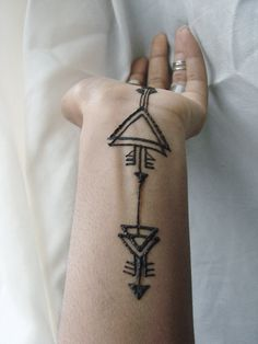 Tribal henna design - would make an absolutely fab mixed metal, long necklace…