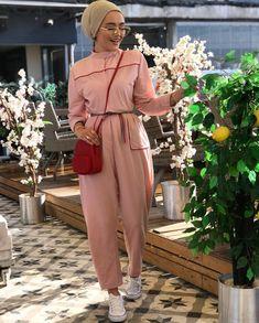 Fashionable Hijab Outfits to Rock 2019 Fashionable Hijab Outfits to Fashionable Hijab Outfits to Rock Modern Hijab Fashion, Street Hijab Fashion, Muslim Fashion, Modest Fashion, Fashion Outfits, Women's Fashion, Fashion Trends, Modest Wear, Modest Dresses