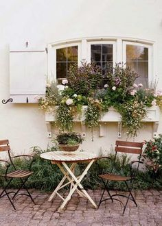 I LUV this over flowing box of white flowers..,and that courtyard to die for