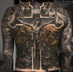 . Beeindruckende Kunstwerke Große Rückenmotive gehören zu den wirklich beeindruckendsten Tattoos, die man sich stechen lassen kann. Wenn sie dann auch noch von einem echten Meister gestochen werden, dann werden aus männlichen Rücken wahre Kunstwerke.  .  . .  . . Share this with your Frie…