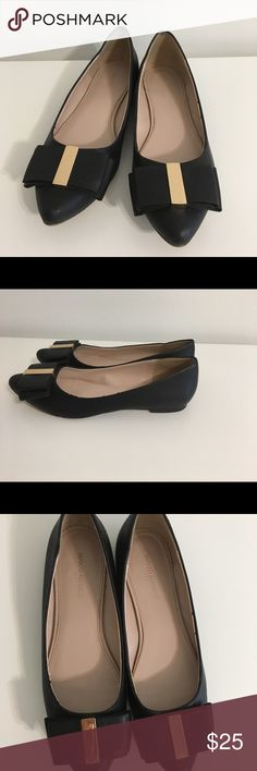 Used Banana republic flats. Black, size 7 1/2. Black flats made by banana republic. Size 7 1/2. Very comfortable, used in good condition Banana Republic Shoes Flats & Loafers