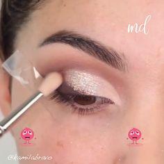 Browns & sparkles are always a good idea! By What is Makeup ? What's Makeup ? Generally, what's makeup … Brown Smokey Eye Makeup, Bright Eye Makeup, Dark Eye Makeup, Dramatic Eye Makeup, Eye Makeup Steps, Hooded Eye Makeup, Simple Eye Makeup, Makeup For Green Eyes, Eyeshadow Makeup