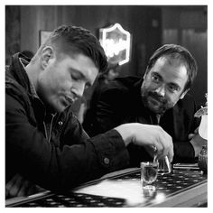 Discover & share this Animated GIF with everyone you know. GIPHY is how you search, share, discover, and create GIFs. Winchester Supernatural, Supernatural Tv Show, Winchester Boys, Cw Tv Series, Jensen Ackles Jared Padalecki, Fantasy Tv, Super Natural, Crowley, Destiel