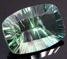 LARGE FLUROITE  GREEN PURPLE VEINS  14 CTS  RT733  flourite gemstone, faceted gemstone
