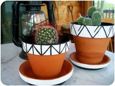 Halfway To Hipster: Paint Halfway To Hipster: Painted Geometric Flower Pots Halfway To Hipster: Painted Geometric Flower Pots Vasos de Concreto Passo aBlack Mountain Planters –Silicone Mold Geometric f Painted Plant Pots, Painted Flower Pots, Decorated Flower Pots, Painted Pebbles, Decoration Plante, Geometric Flower, Geometric Art, Deco Originale, Cactus Flower