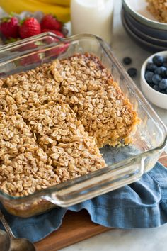 Baked Oatmeal - this delicious breakfast is made with nutritious oats, sweetened with maple syrup and flavored with cinnamon and vanilla. It's such a hearty, delicious way to start the day! Amish Baked Oatmeal, Baked Oatmeal Recipes, Baked Oats, Healthy Baked Oatmeal, Healthy Food Habits, Good Healthy Recipes, Baby Food Recipes, Healthy Eating, Amish Recipes
